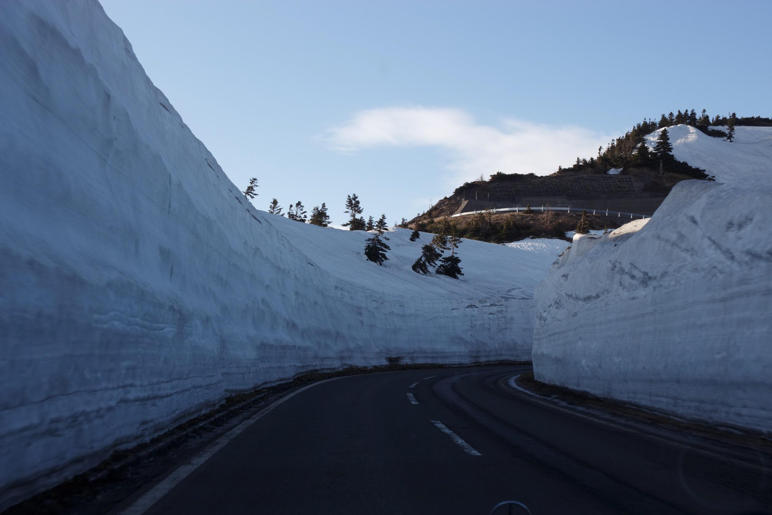 渋峠、雪の壁